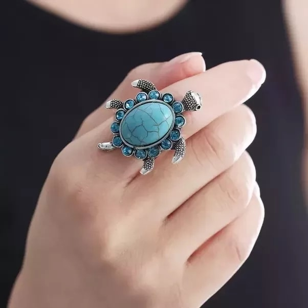 How to Wear a tortoise ring